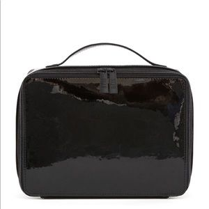 Béis The Cosmetic Case in Black Patent